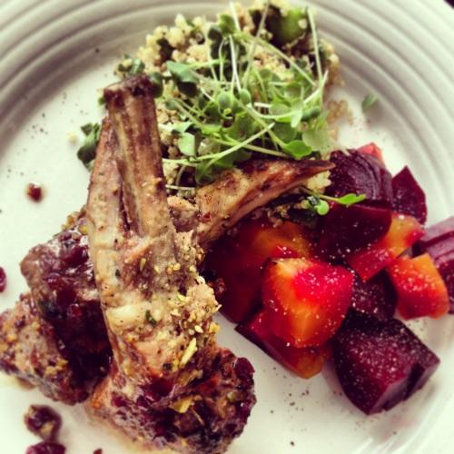 salade de quinoa et carré d'agneau