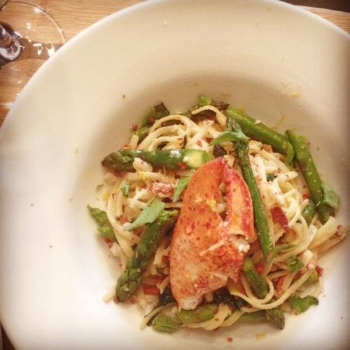 Linguine homard, asperges et bacon