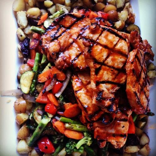 légumes et côtelettes de porc