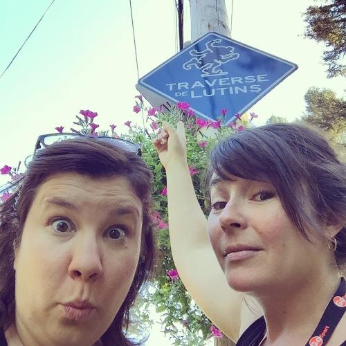 On soupçonne lesdits lutins de St-Élie d'être à l'origine du fait qu'il n'y a pas de réseau 3G dans le village. Ils avaient le défi de faire décrocher deux filles de la ville… Ils auront réussi!